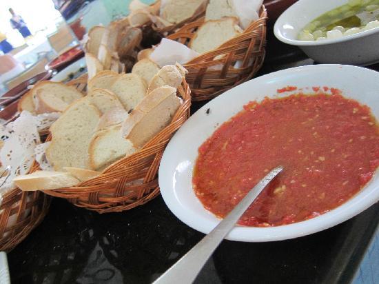 Iberostar Grand Hotel Bavaro: Disgusting flies on food