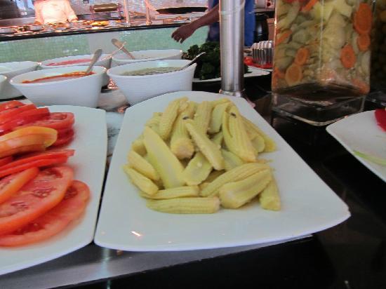 Iberostar Grand Hotel Bavaro: Flies on food at buffet