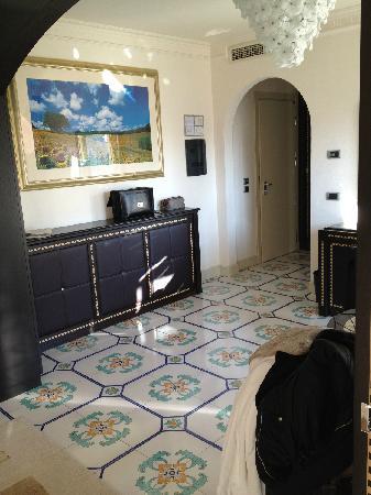 Palace Hotel : non c'è divano o poltrona, la TV la guardi in piedi??