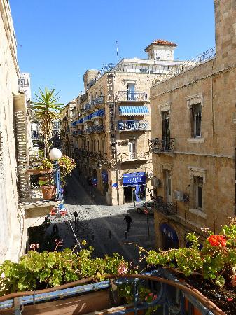 Kaplan Hotel: Vue de notre chambre, perpendiculaire à Jaffa road.