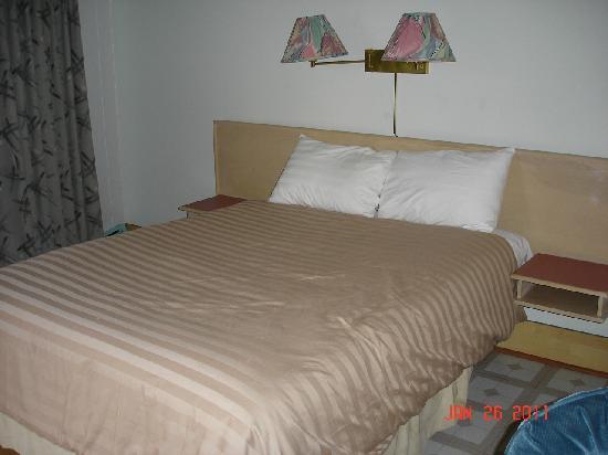 Traders Inn Motel: Bed