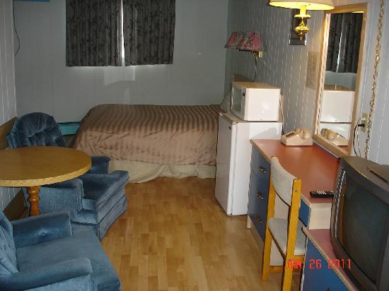 Traders Inn Motel: Room