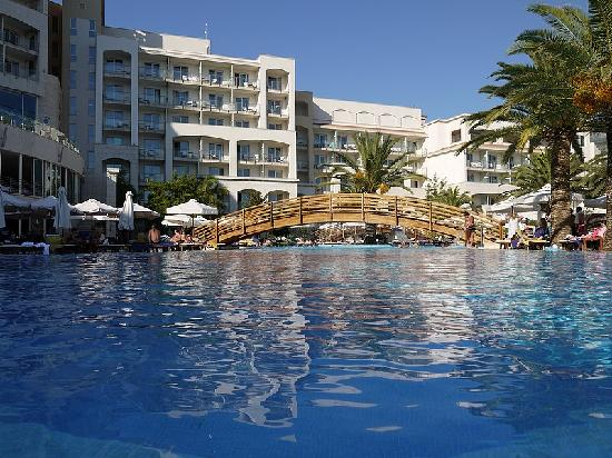 Hotel Splendid Conference & Spa Resort: Hotel from Pool level
