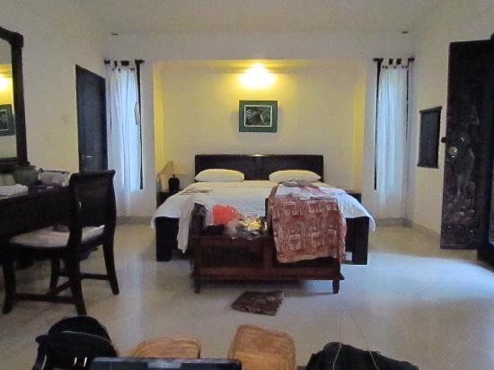 Tirta Arum Guest House: nice comfortable room