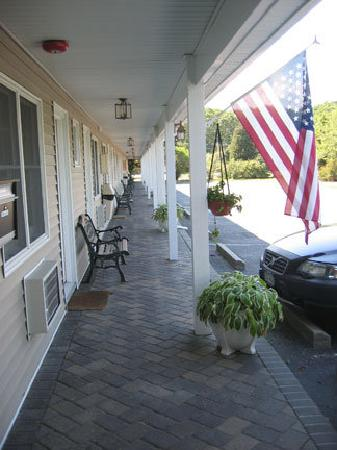Westhampton SeaBreeze Motel: Please inquire about adjoining rooms or our spacious studio suite.