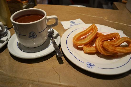 Pasteleria Lopez Mezquita: Churros con Chocolate