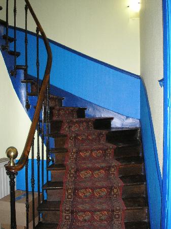 Touring Hotel: L'escalier qui monte aux étages