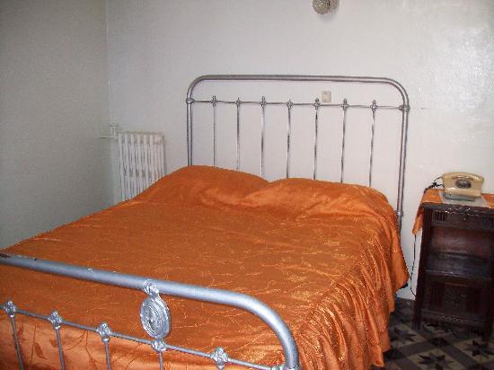 Hotel Salammbo: Lit de la chambre double.