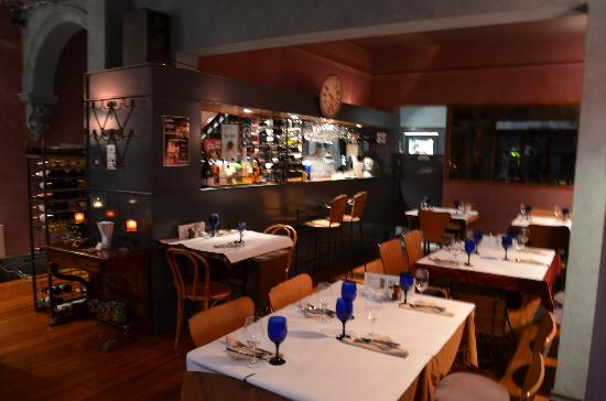 Pickled Evenings Indian Restaurant : Dining Area
