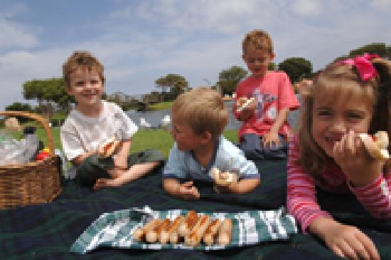 Parque infantil del Lago Pertobe: Great BBQ and Picnic Tables