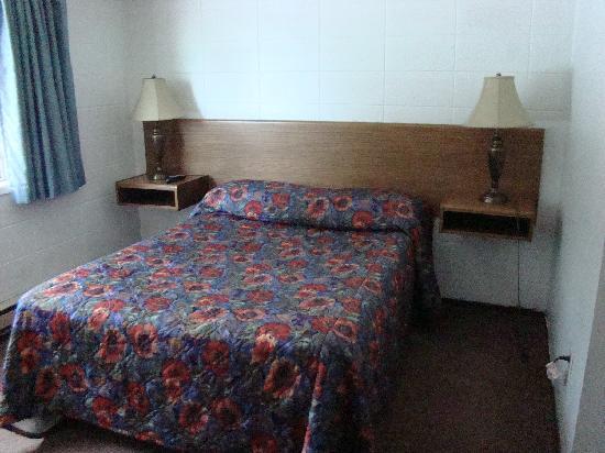 Houston Motor Inn : Suite Bedroom