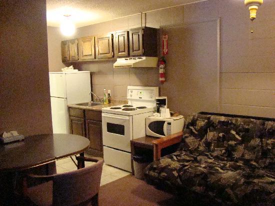 Houston Motor Inn : Suite Living Area