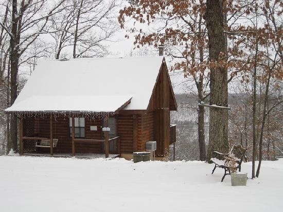 Ridge Top Resort and Chapel: Great place to curl up in front of the fireplace.