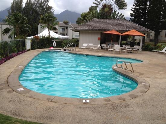 Makai Club Resort: pool and hot tub area, 2 weber grills and bathroom