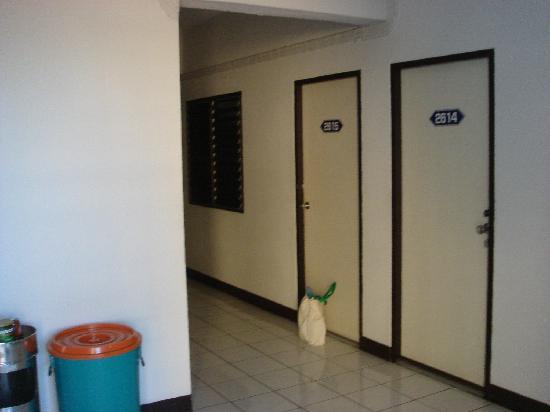 วีระชัยคอร์ต: エレベーターを降りた所