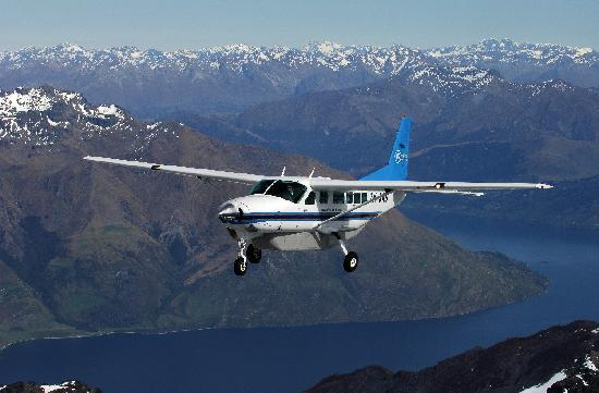 Air Milford: Cessna Caravan over Lake Wakatipu