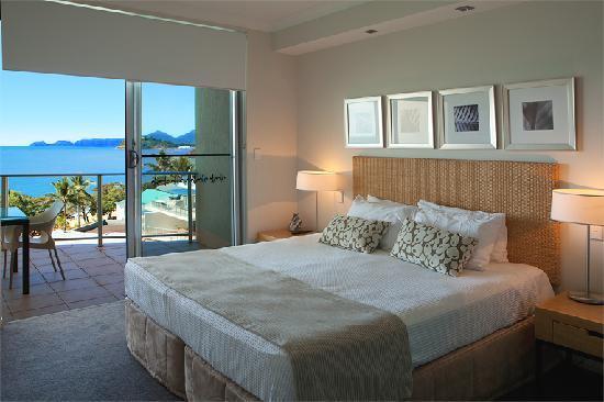 Vue Luxury Apartments Trinity Beach: Master bedroom