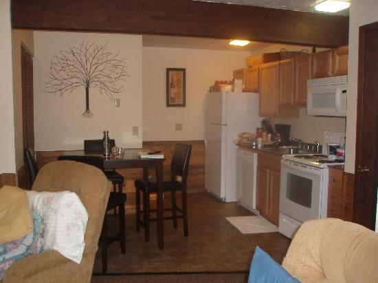 Pony Express Motel: Kitchen and Dining Table