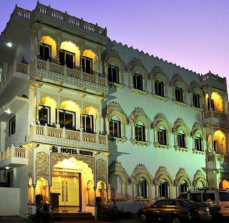 Hotel Ruby : night view