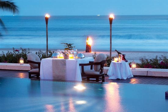 Princess D'An Nam Resort & Spa: Dinner at the pool