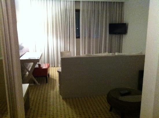 Sadot Hotel: single bedroom