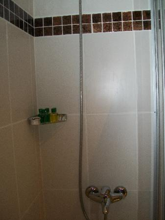 Lara Park Hotel : shower