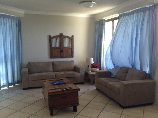 Surfers Hawaiian Apartments: Spacious living and dining area, with foxtel (cable) on TV