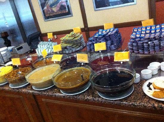 Golden Age Hotel : buffet colazione