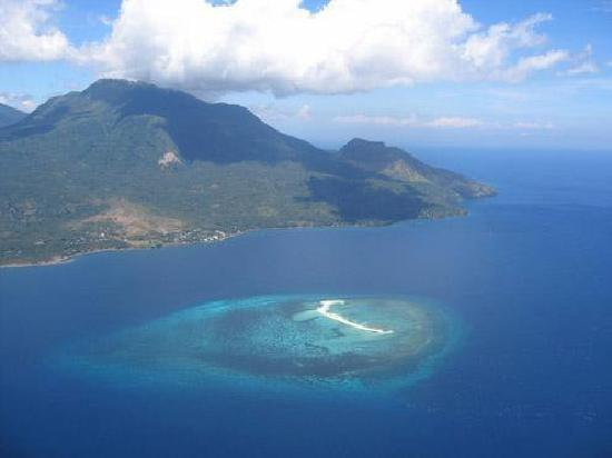 Patsada Cottages: areal view of Camiguin & White Island