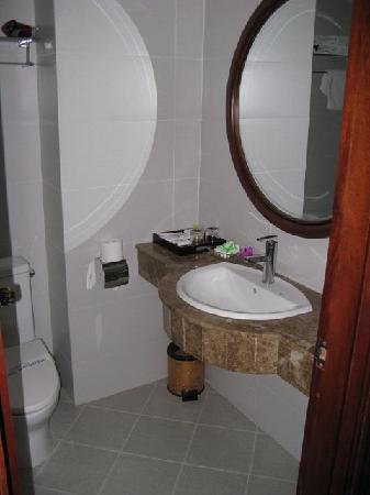 Hanoi Charming 2 Hotel: Our bathroom