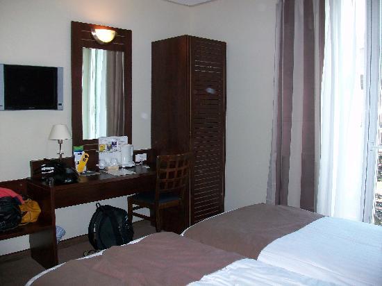 Kyriad Nice Gare: Chambre twin, séjour en 2010