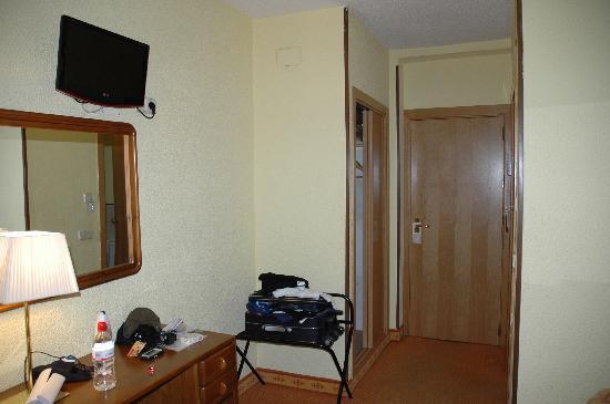 Hostal Laris: ingresso stanza