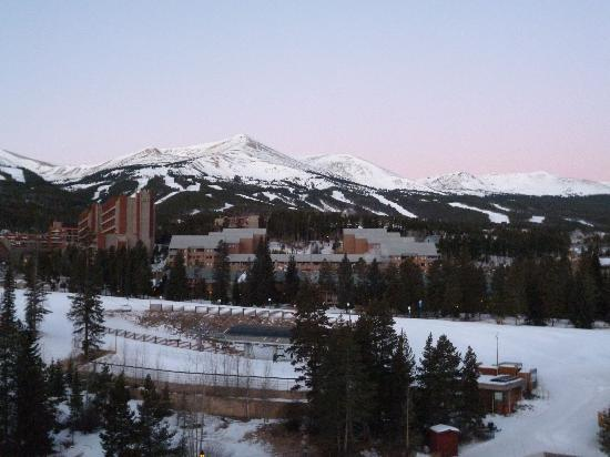 Marriott's Mountain Valley Lodge at Breckenridge: View From Room over Maggie Pond