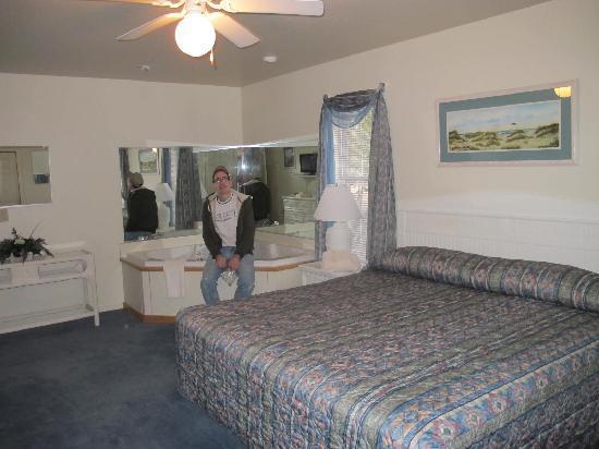 Barrier Island Station at Kitty Hawk: Master bedroom