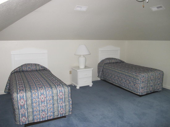 Barrier Island Station at Kitty Hawk: Upstairs bedroom