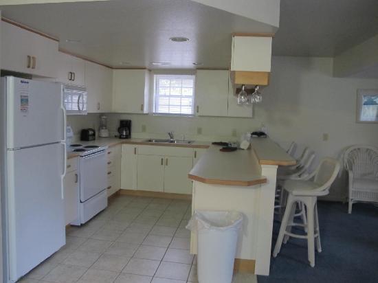 Barrier Island Station at Kitty Hawk: Kitchen