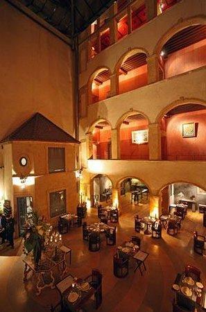 Cour des Loges: salle de restaurant