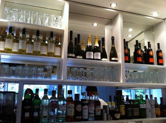 Bella Nonna Trattoria: Wine bar
