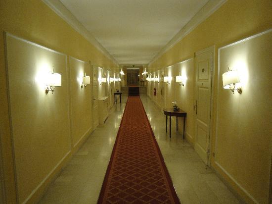 Grand Hotel Terme: Corridor