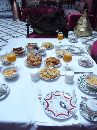 La Maison Bleue: breakfast!