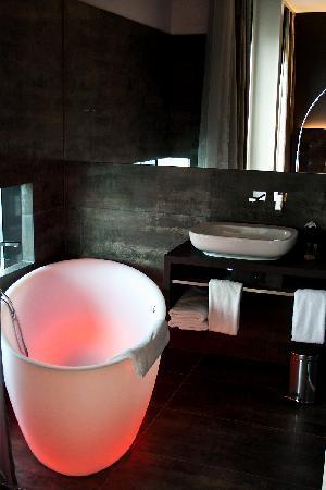 Saks urban design hotel 2017 prices reviews photos for Design hotel zollamt