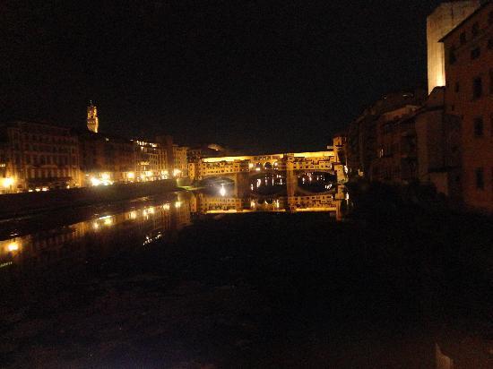 Hotel Medici: Ponte vecchio (3min de l'hotel)