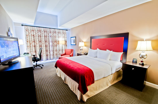 DoubleTree by Hilton Hotel Raleigh - Brownstone - University: Deluxe King Guestroom