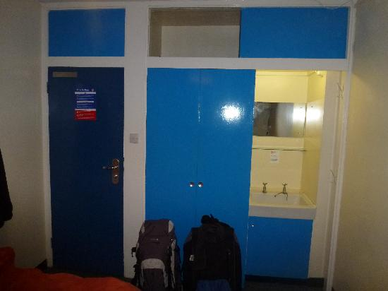 LSE Carr-Saunders Hall: our room (alt view).