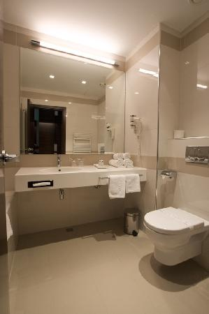 Hotel Aristos: Aristos: all you expect from a bathroom