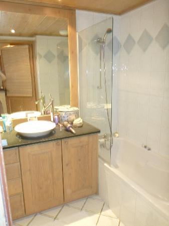 Residence CGH Le Nevada : big bathroom