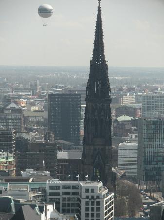 NH Hamburg Altona: Ausblick von Michaeliskirche