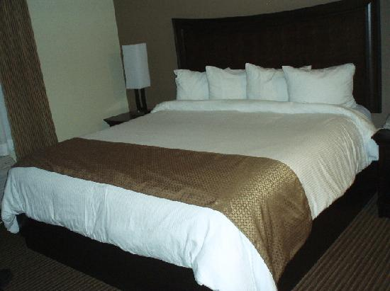 MainStay Suites Winnipeg: comfortable bed