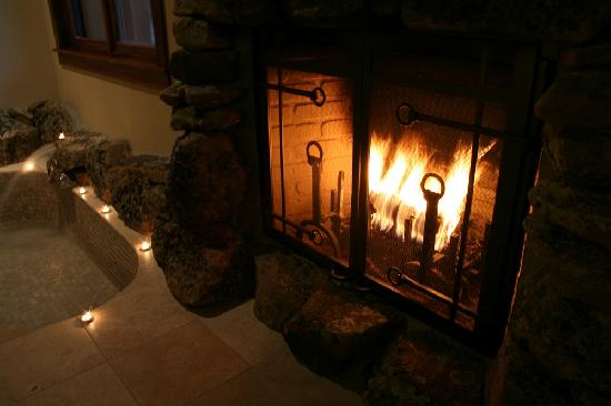 Five Pine Lodge & Spa: Sunken Tubs Beneath a Warm Fire