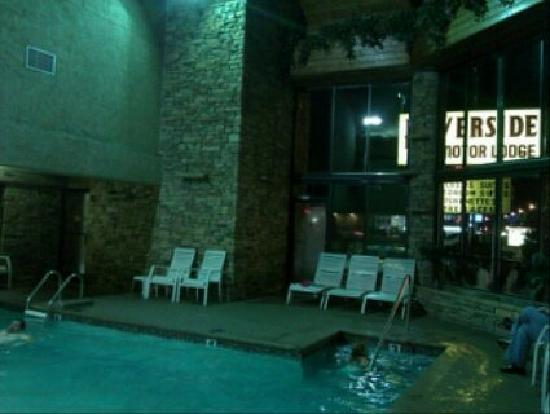 Riverside Motor Lodge: pool